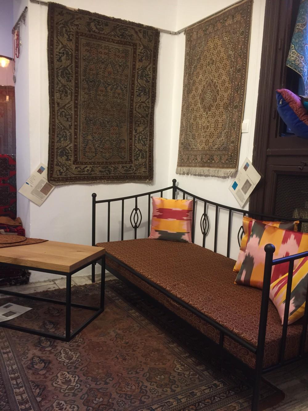 Sofy Lak System Wśród Dywanów Perskich łóżka Metalowe I